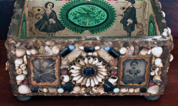 Box decorated with shells and pictures.