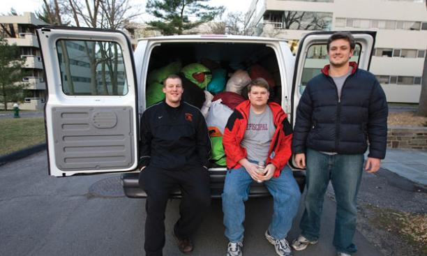Robert Brueswitz '08, left, and Bobby Morris '10 of the Laundry Agency making a delivery.