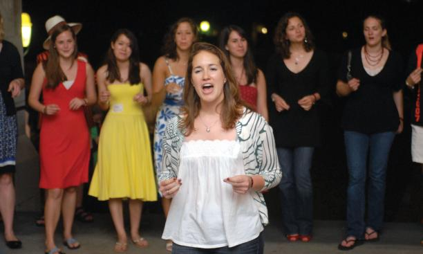 The Tigerlilies perform at an arch sing (Zachary Ruchman '10)