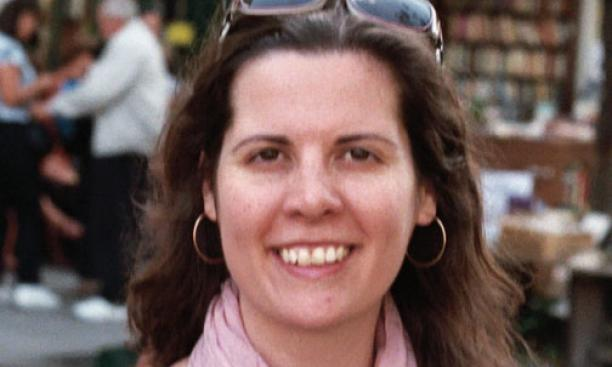 Keri Walsh *09 in front of Shakespeare and Company, the bookstore in Paris named in honor of Sylvia Beach's original store.