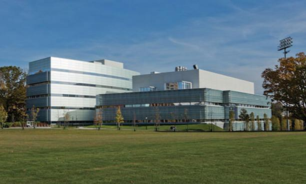 Peretsman-Scully Hall is at left; at right is the Princeton Neuroscience Institute.