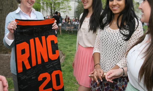 President Tilghman accepts a signed Class of 2016 banner from her final Princeton class.