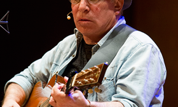 Paul Simon performs at Richardson Auditorium March 3. (Denise Applewhite/Office of Communications)