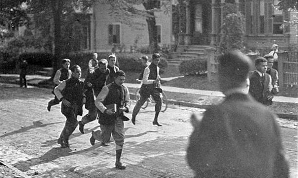 Freshmen from the Class of 1915, running home.