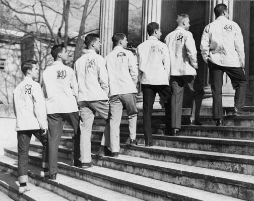 Members of the classes of 1944 through 1950 on the steps of Clio Hall.